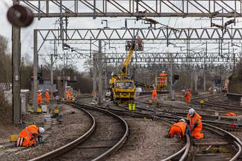 Network rail cutbacks threaten Carillion jobs