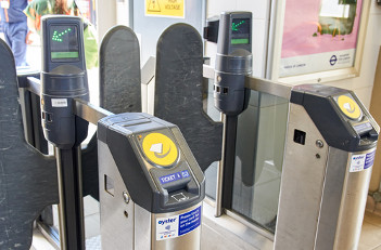 Deputy mayor calls for contactless extension to London airports